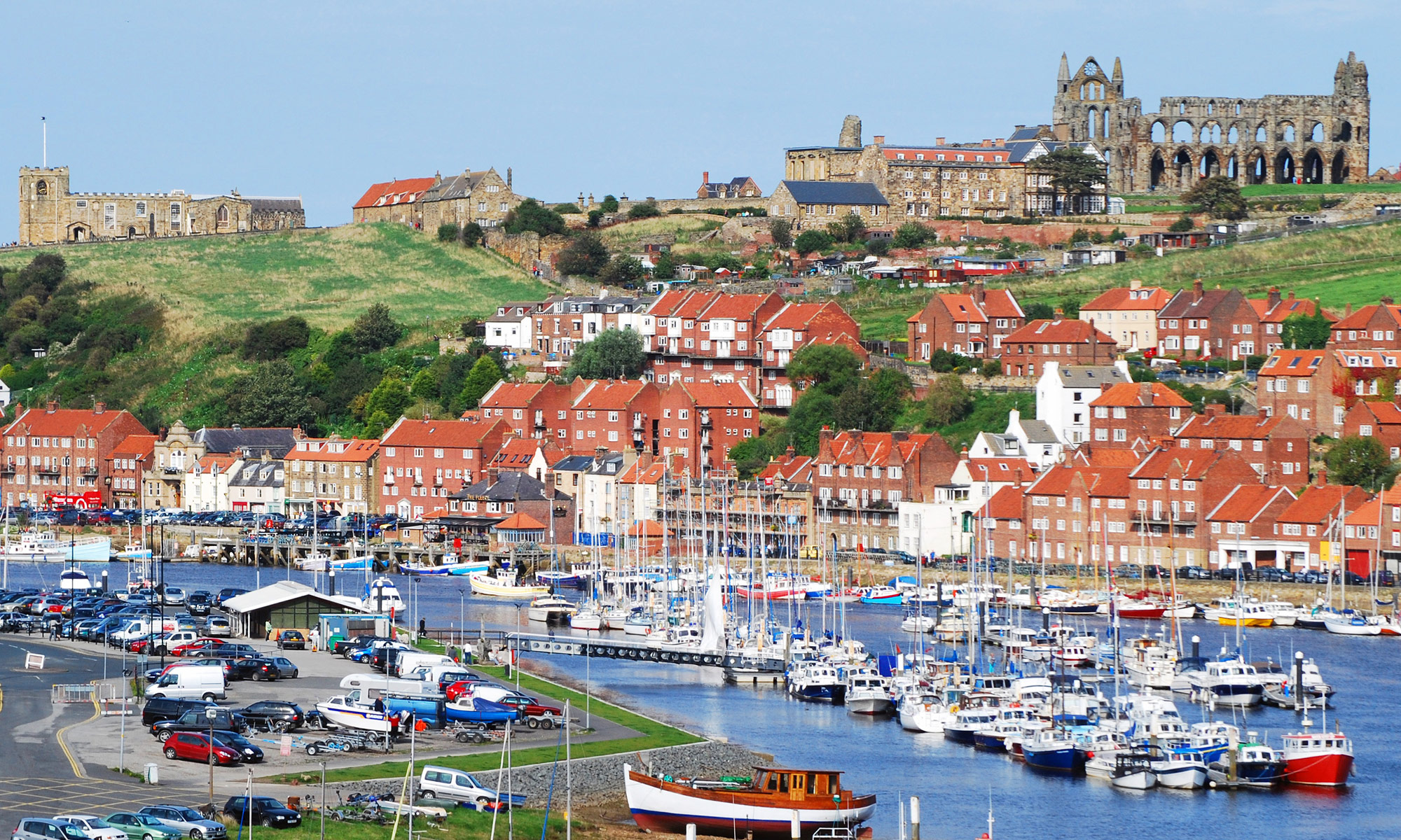 DP_2833077_Whitby-Harbour-and-Abbey-North-Yorkshire-2000x1200
